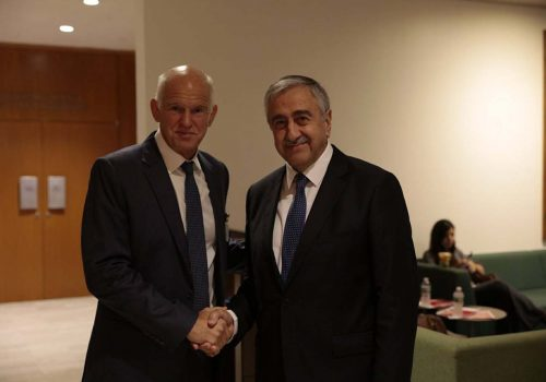 Papandreu'dan Rum siyasilere yanıt!