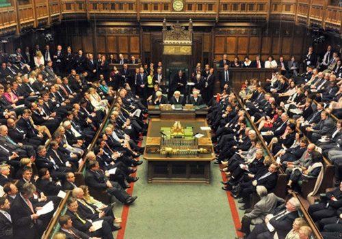 Johnson'ın hukuksuz biçimde askıya aldığı parlamento yeniden toplandı
