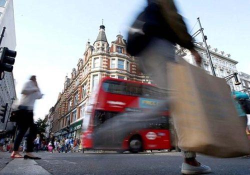 İngiltere'de hizmet sektörü hız kesti