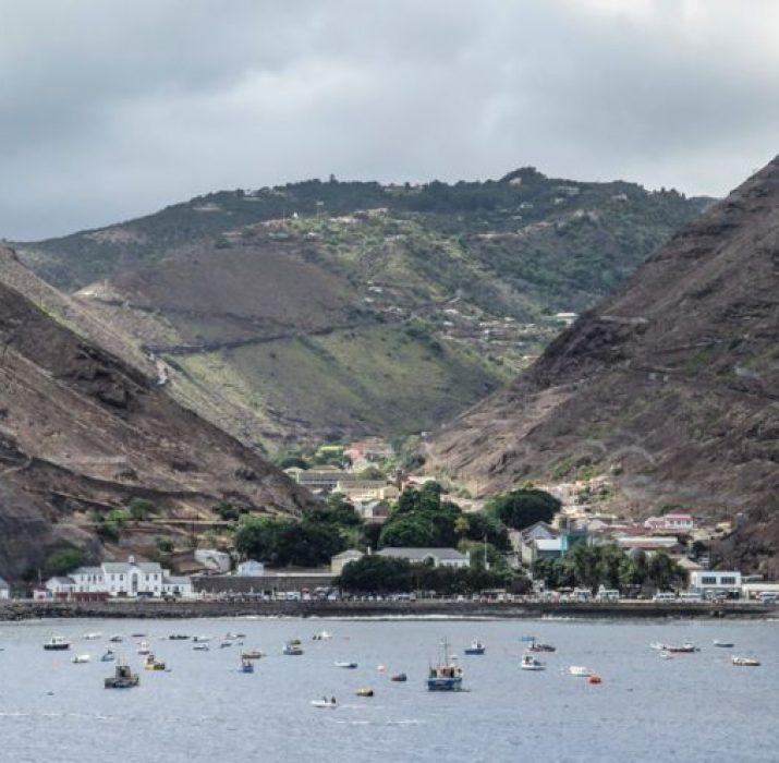 Dünyanın 'en ulaşılamaz adasına' uçuşlar başladı