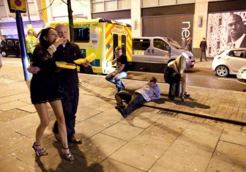 Sarhoşlar İngiltere'de ambulansı taksi gibi kullanıyor