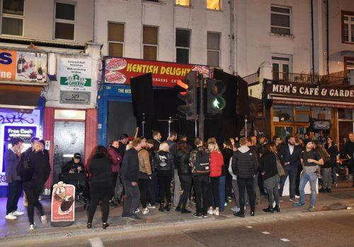 Ünlü süperstar klip için Londra'da Türk kebapçıyı seçti