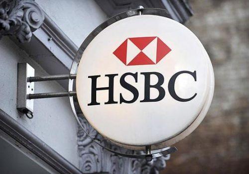 Çevre hareketi üyesi aktivistler HSBC'nin Londra'daki yönetim merkezinin camları kırdı