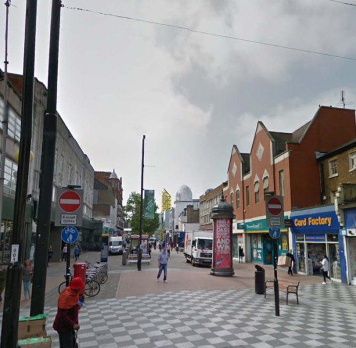 Croydon'da bir genç bıçaklanarak öldürüldü