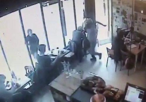 Archway'de kapkaç olayı kameralara yansıdı (VIDEO)