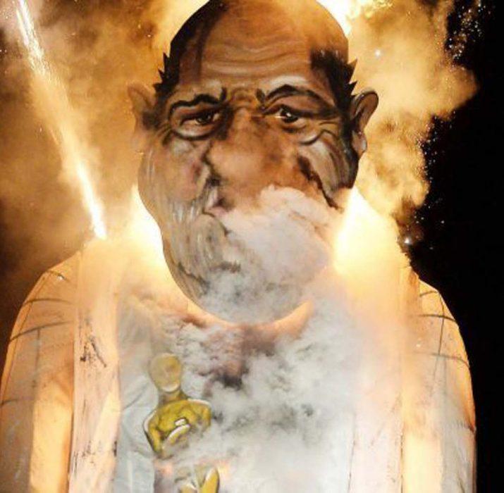 Şenlik Ateşi Festivali'nde Harvey Weinstein'in kuklası yakıldı