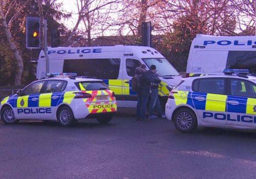 İngiltere'de çalıntı araba ağaca çarptı, 5 kişi öldü
