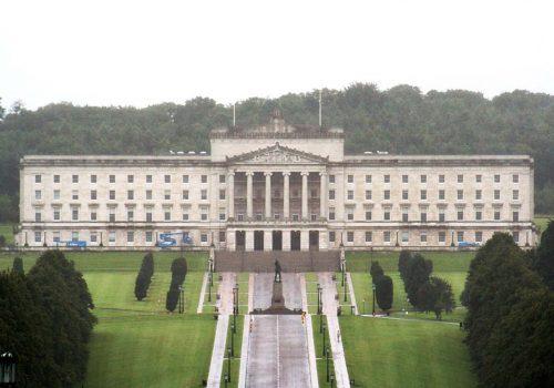 İngiltere Kuzey İrlanda bütçe yönetimine el koydu
