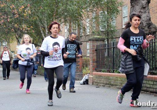 Londralılar Türk öğrencilere yardım için koştu