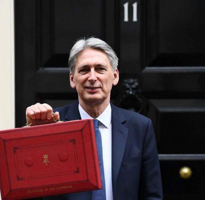 """Brexit belirsizliği İngiltere ekonomisine zarar veriyor"""""""