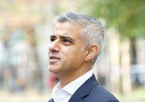 Londra'daki camilerde güvenlik önlemleri artırılacak