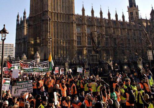 Guardian: Büyük şirketler siyasi eylemcileri nasıl izliyor?