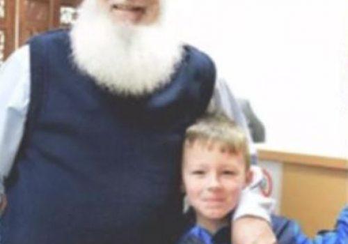 Müslüman dede, kendisini Noel Baba sanan çocuğa 4 yıldır hediye götürüyor