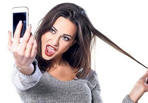 Sürekli selfie çekenler 'Selfitis' hastalığından mı muzdarip?
