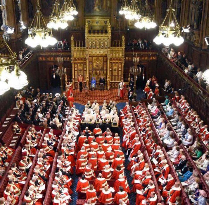Parlamentoda kapı görevlisine saldırı!