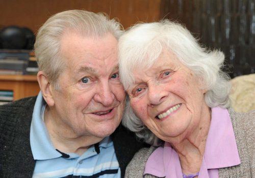 92 yaşındaki erkek, 85 yaşındaki kadına evlenme teklif etti