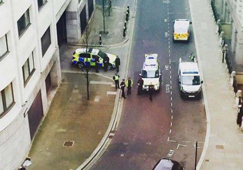 Londra'da bomba alarmı!