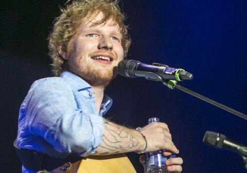 Ed Sheeran, köyden 4 ev aldı