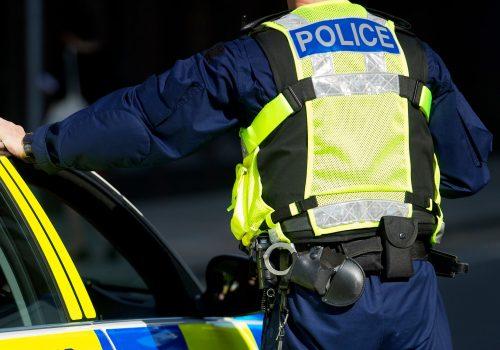 Gece yarısı polis arabasıyla 'kebap' alan memur kovuldu