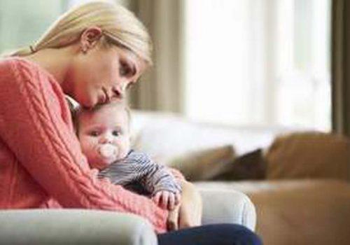 Doğum sonrası depresyondan hızla kurtulmak için şarkı söyleyin