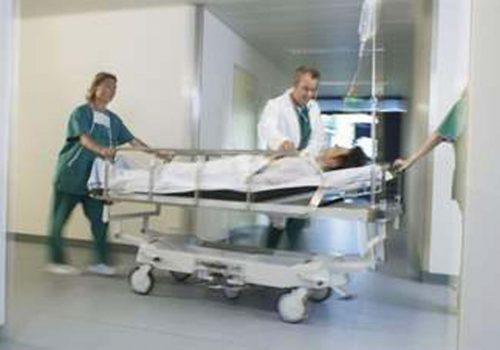'Hastalar, hastane koridorlarında ölüyor'