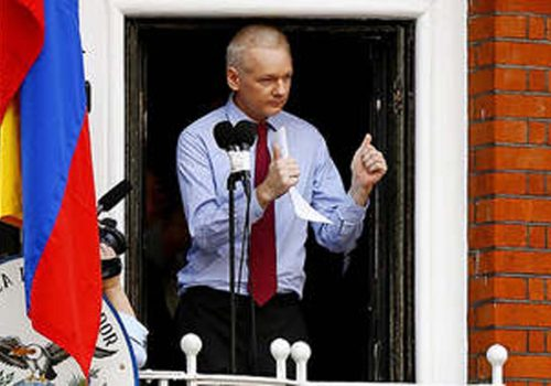 Ekvador, Assange'a vatandaşlık verdi