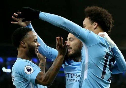 Manchester City evinde ter attı