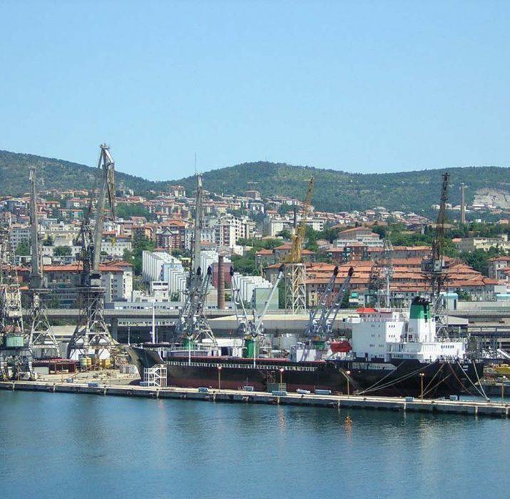 Türkiye'den Trieste'ye giden kargoda taklit giysi ele geçirildi