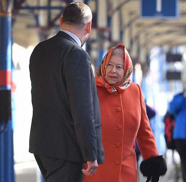 Queen returns in vibrant orange
