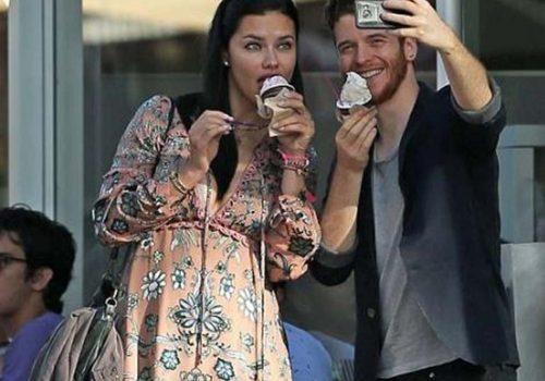 Adriana ile Metin'in dondurma keyfi
