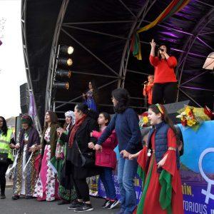 Kürt toplumu Newroz kutladı
