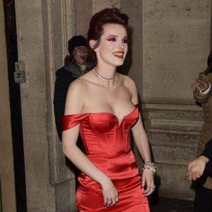Bella Thorne kırmızıya büründü!