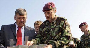 """Eski İngiliz komutan, """"Esad niye kimyasal saldırı yapsın"""" darken Sky News yayını kesti"""