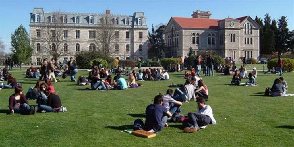 Türkiye'deki üniversite baskınları ifade özgürlüğüne yönelik korkuyu körüklüyor