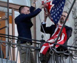 Rusya, konsolosluktaki ABD bayrağını indirdi