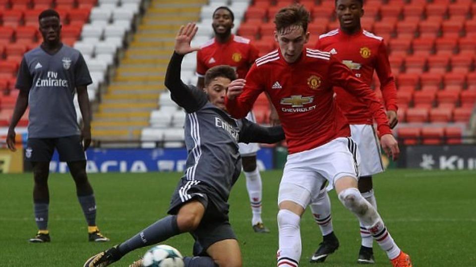 Manchester United, 17'lik yıldızıyla sözleşme imzaladı