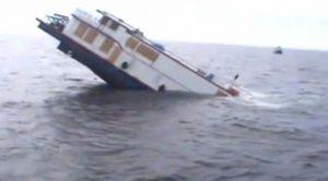 Tarihi gemi sulara gömüldü!