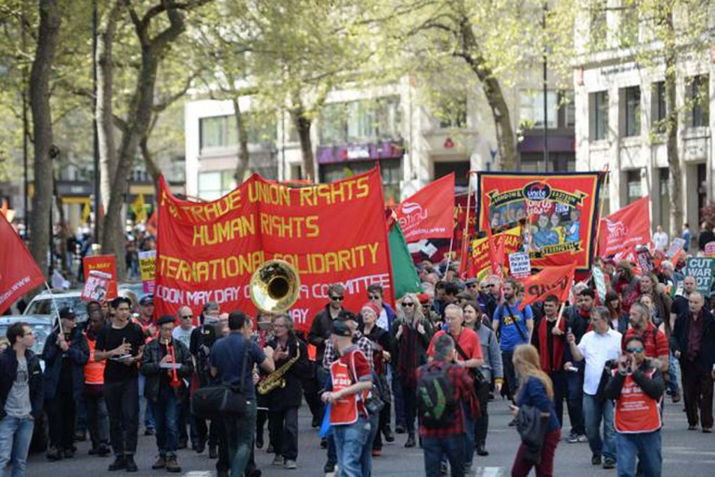 İşçiler, kemer sıkma politikalarını protesto ediyor