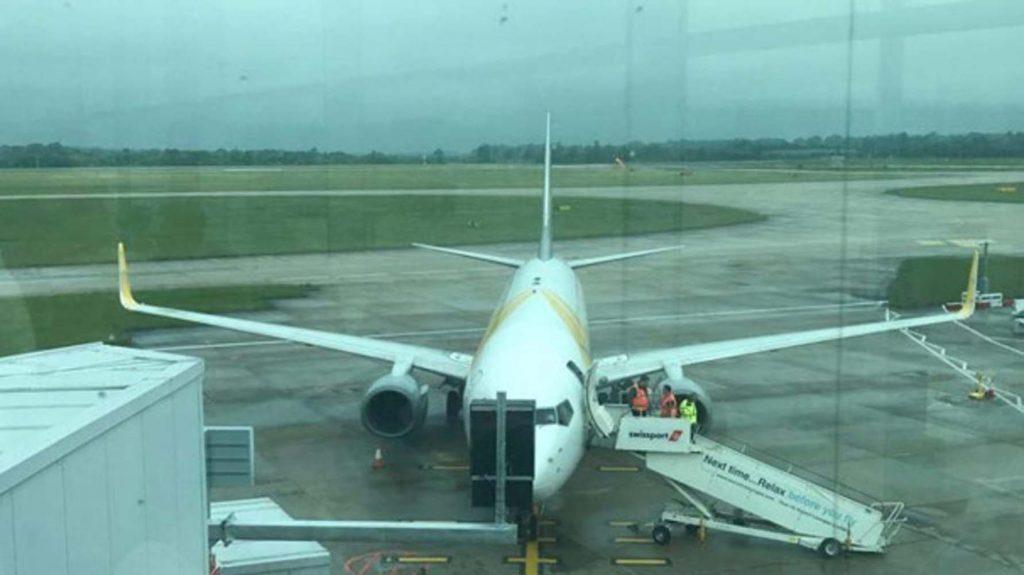 Uçaklar pistte çarpıştı