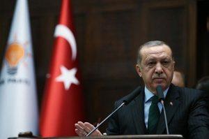 Erdoğan zayıflattığı TL'yi vatanseverlerin kurtarmasını istiyor