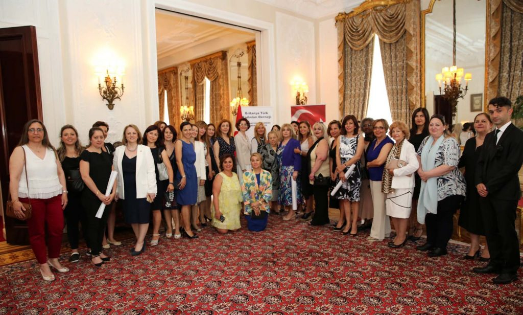 Britanya Türk Kadınları Derneği'nden bağış