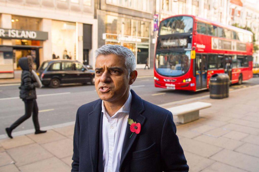 Khan'ın Oxford Street planı meclise takıldı