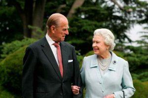 İngiltere, Kraliçe'nin cinsel hayatını konuşuyor