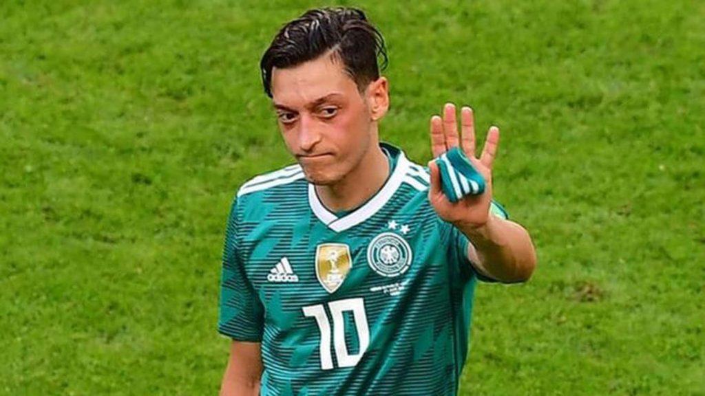 Mesut Özil'in Milli Takımı bırakma kararı İngiliz basınında
