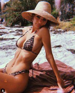 Ünlü model Emily Ratajkowski sosyal medyayı salladı