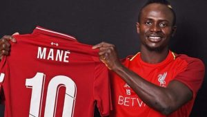 Liverpool, 10 numarayı Mane'ye emanet etti