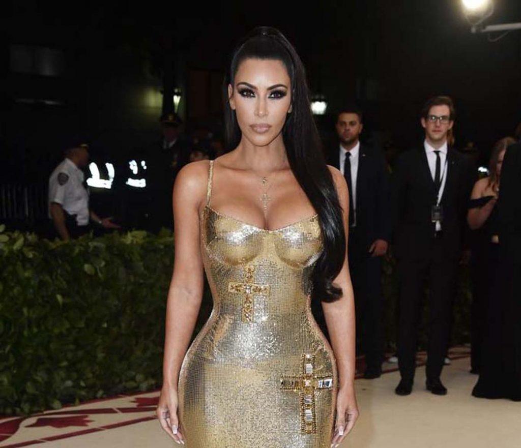 Kim Kardashian köpeğine estetik yaptırdı