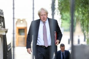 Boris Johnson 500 bin yasa dışı göçmene af planını destekliyor