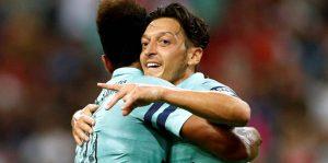 Kaptan Mesut Özil'li Arsenal 5-1 galip