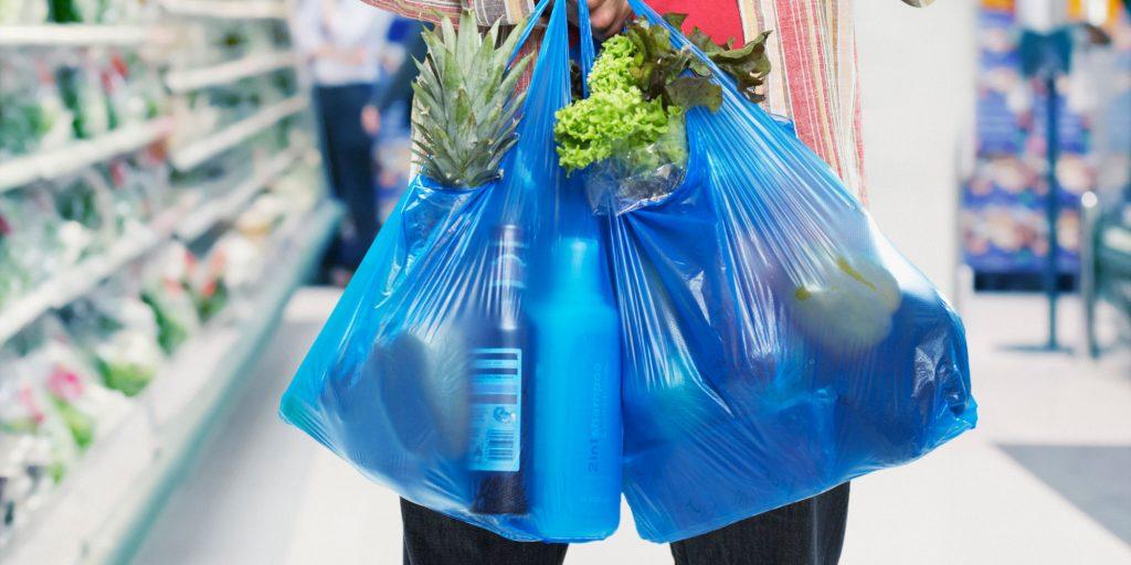 Plastik poşetlerin fiyatı 10 peni'ye yükselecek